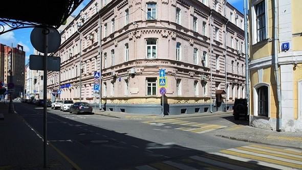 Вид на здание с Бродникова переулка
