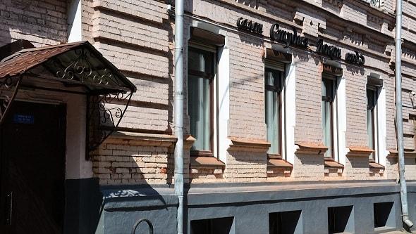 Вид на салон с Полянского переулка