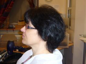 короткие черные волосы