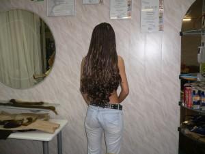 вьющиеся коричневые волосы