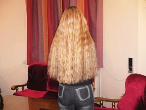 вьющиеся волосы золотистый блонд