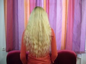 волосы вьющийся блон